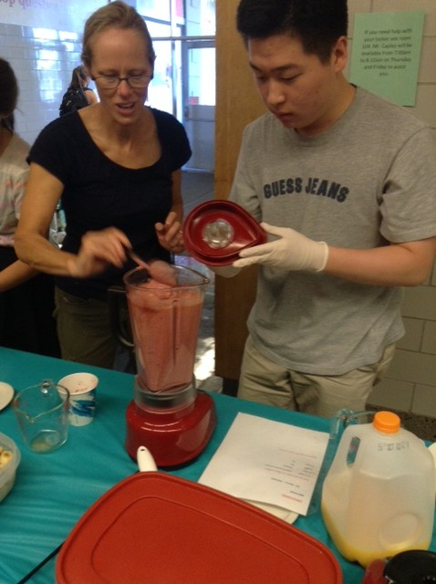 Senior+Brandon+Hyun+makes+smoothies+for+the+Culinary+Arts+fundraiser+on+Sept.+5.+%0A