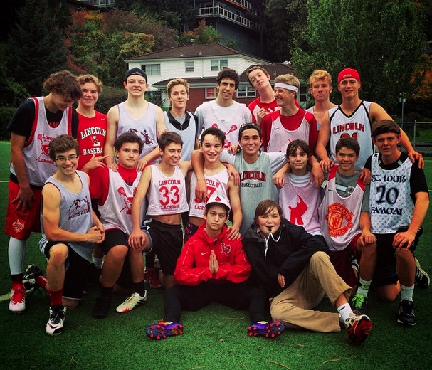 Lincoln%E2%80%99s+Ultimate+Frisbee+team+poses+after+a+win+at+Chapman+Elementary+School+during+the+2014-15+season.