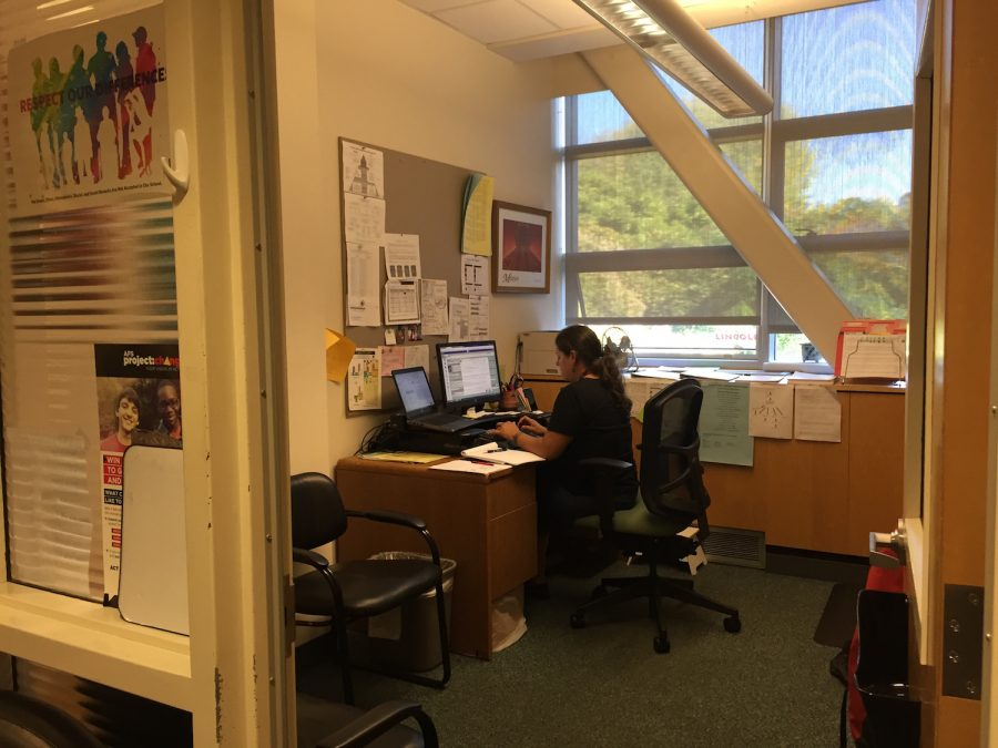 Counselor+Marquita+Guzman+works+in+her+office+in+the+Counseling+Center.