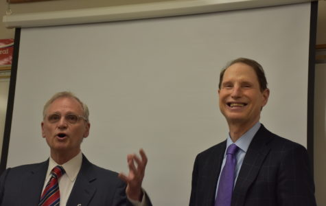 Congressmen visit Lincoln class, discuss political issues