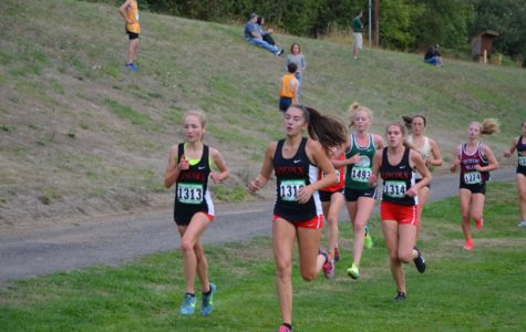 Cross Country Lincoln runners (from left to right) sophomore Maddie Dolich, junior Kendall Accetta and senior Ellie Kobak run at the Meriwether National Cross Country Classic on Sept. 22. Lincoln took  rst place at the meet. Photo courtesy RICH MEYER
