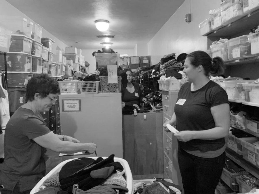 Supervisor+Susan+Samojlovski+and+parent+volunteer+Vanessa+Kinyon++working+hard+at+the+clothing+closet.